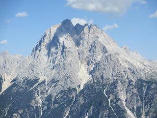 Rifugio Dolomites (2177m) から遠望したDolomiti