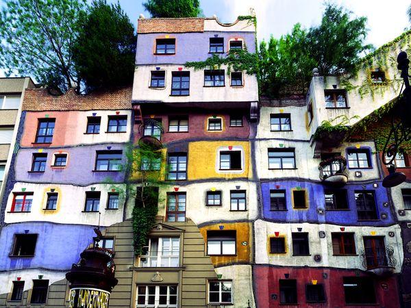 Purple art land hundertwasser for Architecture vienne