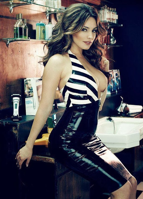 Fetish Inspirations : Kelly Brook In Latex Dress