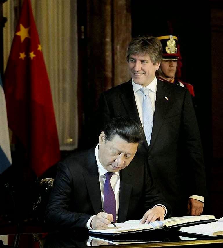 Xi Jinping assina acordos em Buenos Aires  O expansionismo chinês quer os imensos recursos da Patagônia  e o vicepresidente argentinoo anda às voltas com a Justiça.  Quem são os abutres?