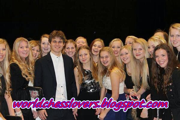 Photo of the day-Magnus Carlsen With number of chicks