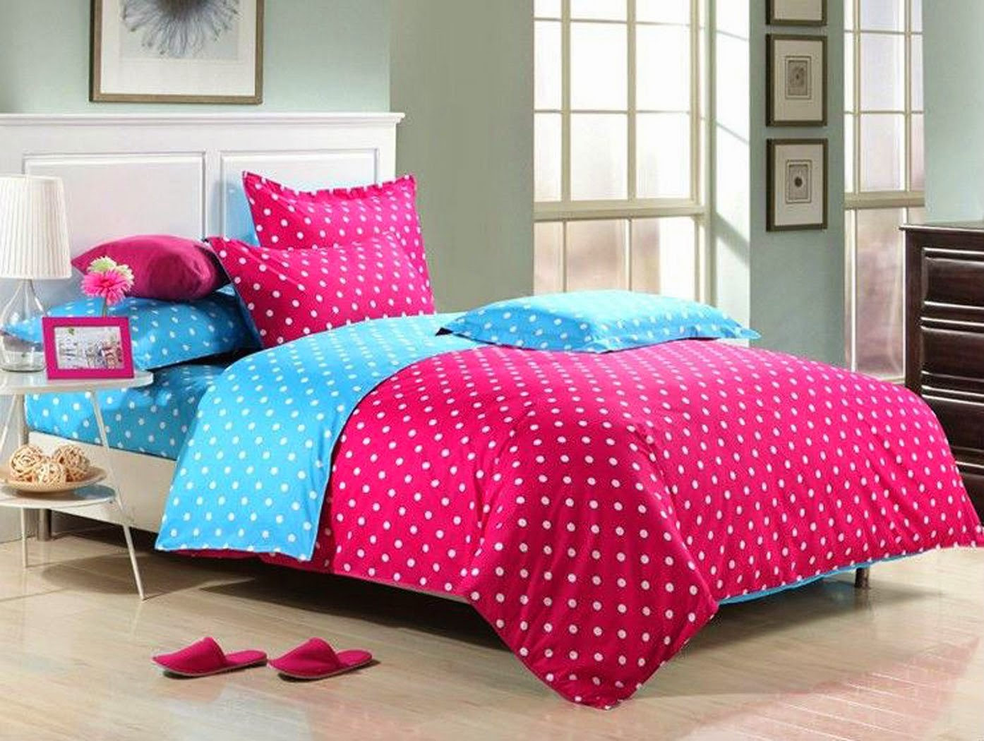 Bedroom decor ideas and designs top ten polka dot bedding for Polka dot bedroom designs