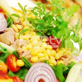 Ton Balıklı Kuzu KulağŸı Salatası Tarifi