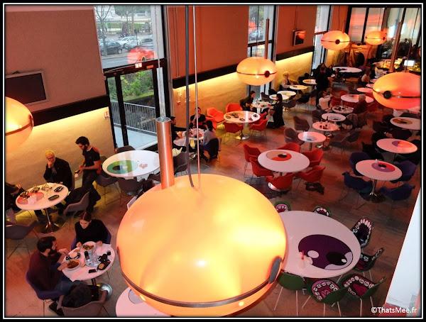 restaurant café Tokyo Eat Palais Tokyo Musee art moderne Paris , déco japonisante manga design André Olivier Babin Kolkoz Marcus Kreiss Zevs Tokyo Eat
