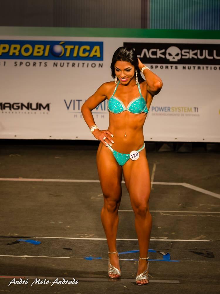 Carla Carra se apresenta no palco do Mr. Petrópolis 2015. Foto: André Melo Andrade
