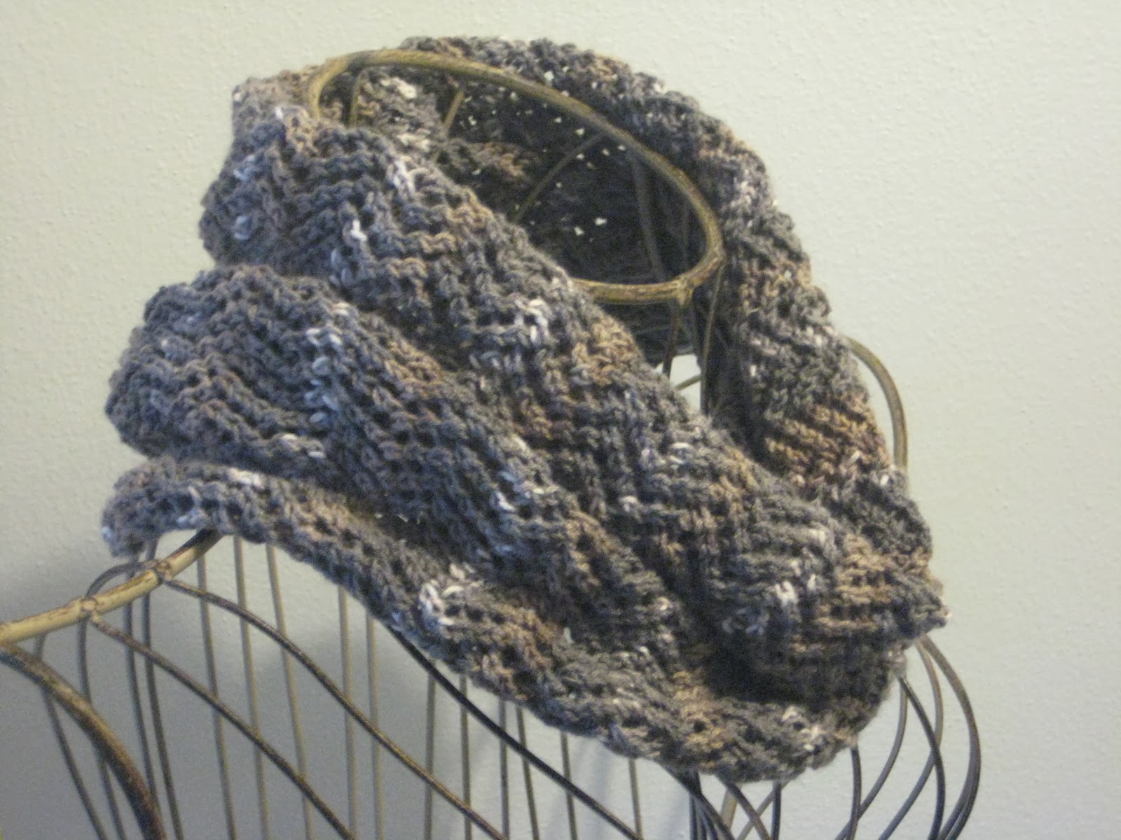 Balls to the Walls Knits: Zigzag Cowl