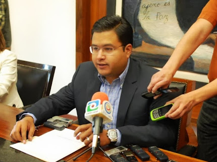 Alcalde de Irapuato se toma foto oficial de 340 mil pesos