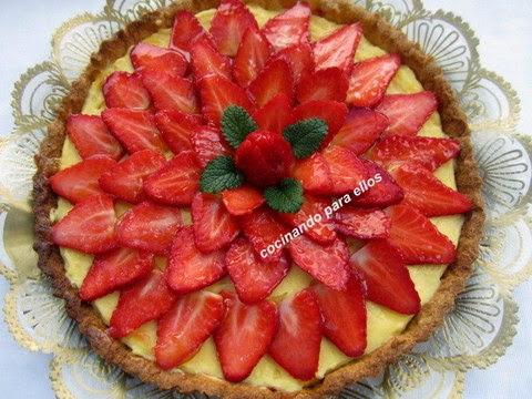 Tarta crema pastelera y fresas