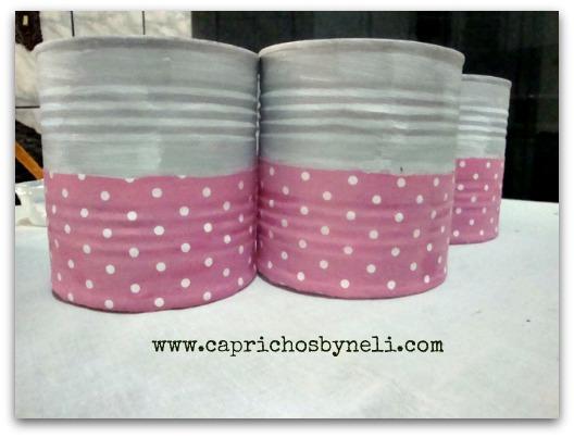 Caprichos by Neli, lata encapadas com tecido, utilizando latas tecido