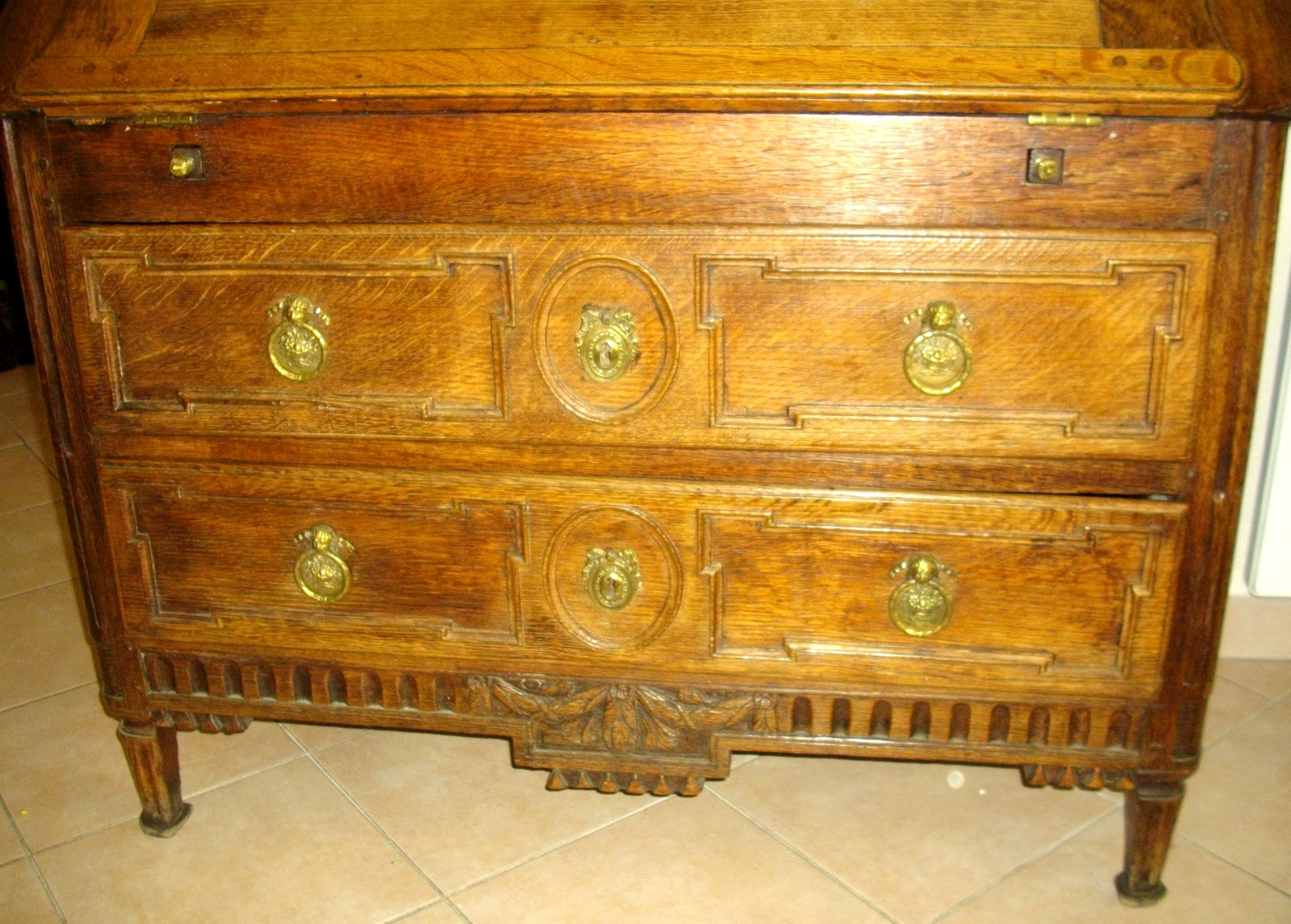 Meuble ancien bureau pente secr taire dos d 39 ane a secret for Meuble bureau a cle