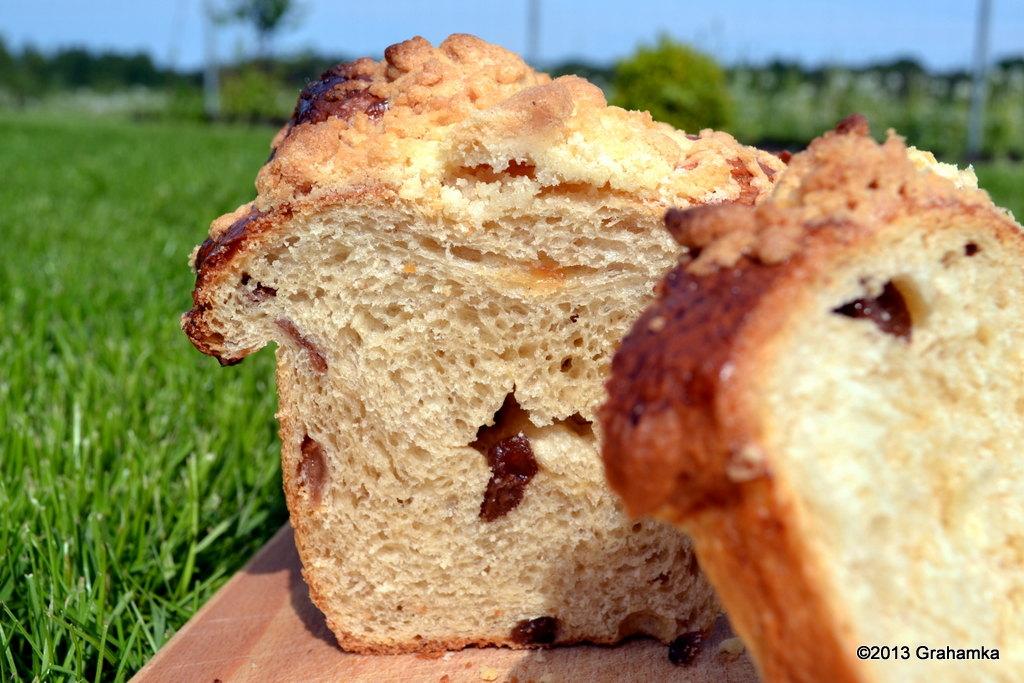 Słońce, trawa i ciasto drożdżowe z kruszonką i cynamonem.