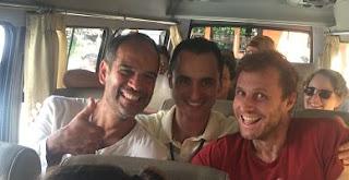 Bali. Raúl, Tupac y Charles. Cuba, Colombia y Brasil.