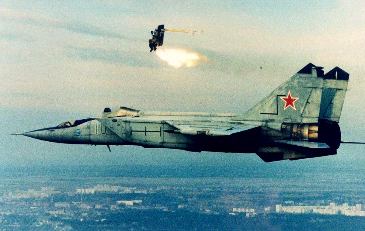 MiG-25 Foxbat Jet Fighter Wallpaper 3