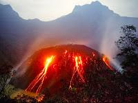 Berita Foto Video Penampakan Gunung Kelud Meletus Terkini 2014