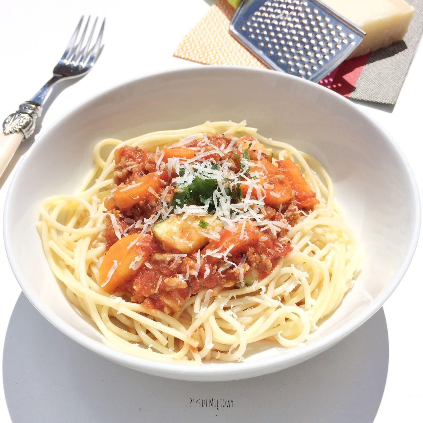 spaghetti bolognese, ptysiu mietowy
