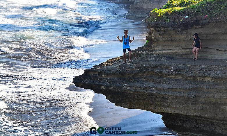 wisata pantai batu hiu