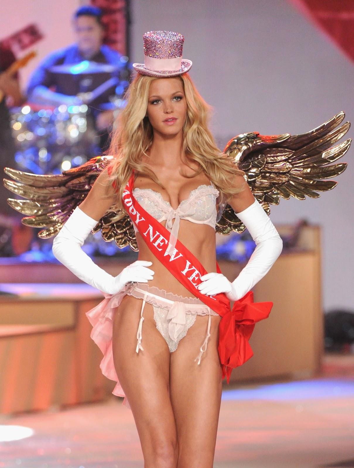 http://4.bp.blogspot.com/-oe2k3vC9qrY/UJu-BPoL_YI/AAAAAAAAETs/AGE2YXfjez4/s1600/Erin+Heatherton+Victoria%27s+Secret+Fashion+Show+Runway+in+NewYork+7+November+2012+%282%29.jpg
