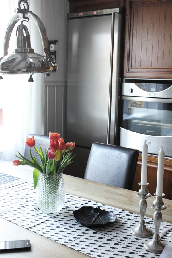 kök, bubblig vas blomsterlandet, tulpaner, färgglada tulpaner,