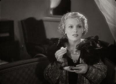 Fotograma de la película La mujer de todos. Muestra un primer plano de Isa Miranda