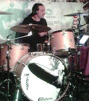 Manolo tocando en el clinic de Bonham