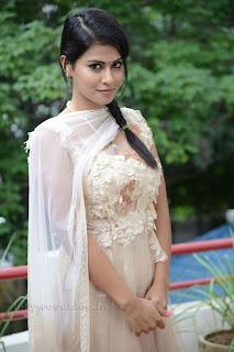 Sharmila Mandre pos at Kevvu keka SM 008.jpg