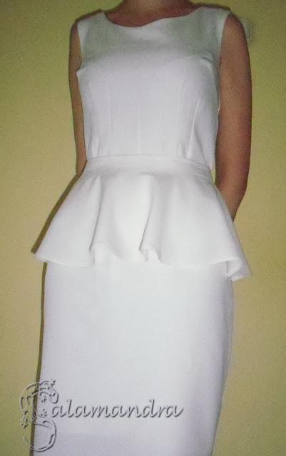 śmietankowa sukienka koktajlowa