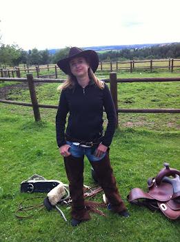 Une cowgirl sur la prairie