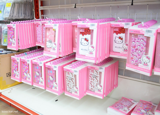 Fancy getting yourself or your partner these cutesy Hello Kitty handphone covers?