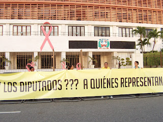 Eduardo Estrella se une a vigilia frente al Congreso para demandar 4% para Educación