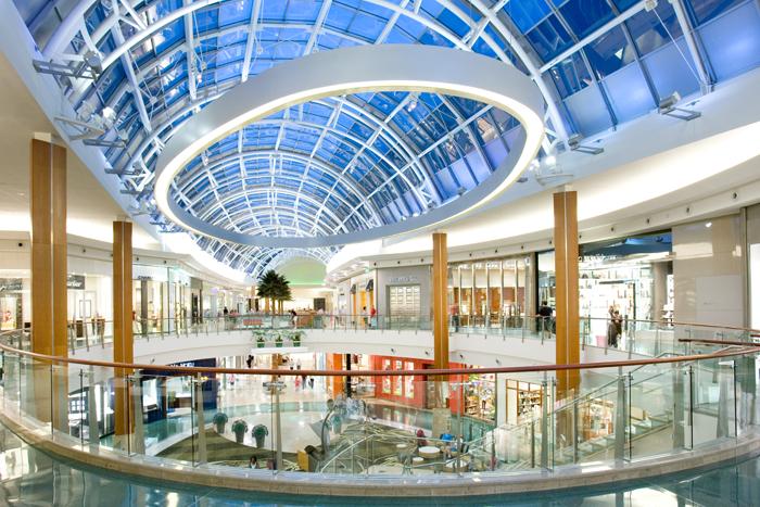 Um shopping com boa seleção de lojas