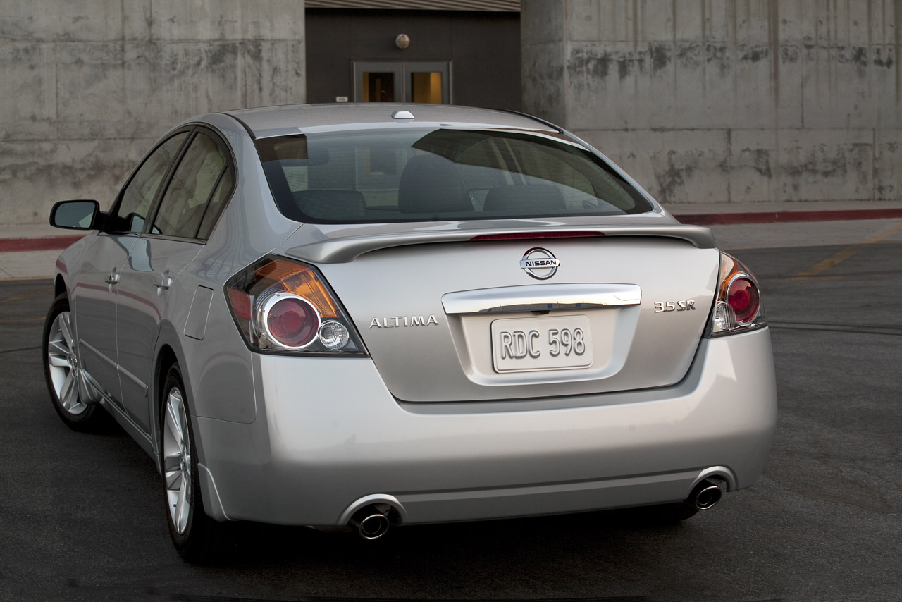 Luxury and Fast Cars  2012 Nissan Altima Sedan