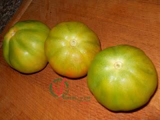 Tres tomates verdes.