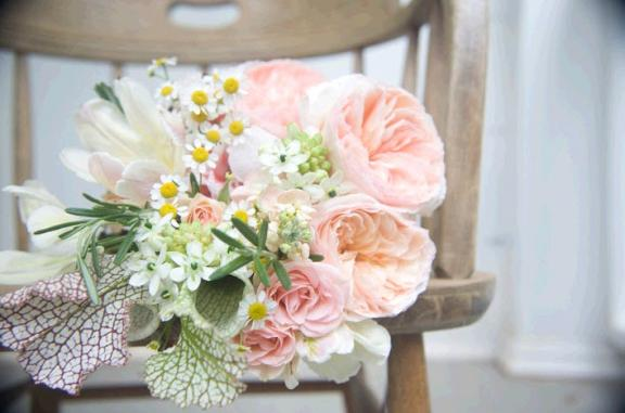 The newest look in wedding floral arrangements is vintage romantic with