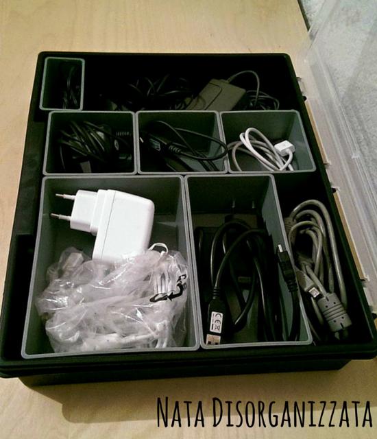 scatola degli attrezzi per organizzare i cavi