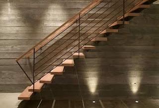 Model tangga kayu melayang