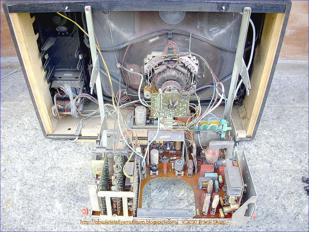 obsolete technology tellye ! nordmende spectra color sc1032  Crt Tv Moduleted Universal Power Supply Circuit Diagram the invention is further described by way of illustrative example by reference to the annexed drawings in which fig 1 is a circuit diagram,