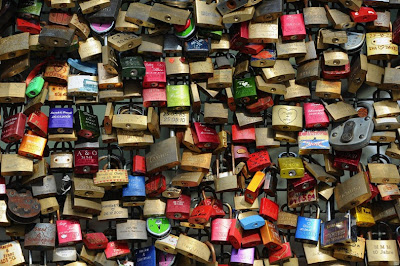 love locks 9%5B3%5D الحب بطريقة مختلفة على جسر هوهنزولرنبريك