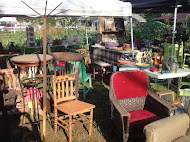 WADE CREEK HOUSE OUTDOOR VINTAGE MARKET
