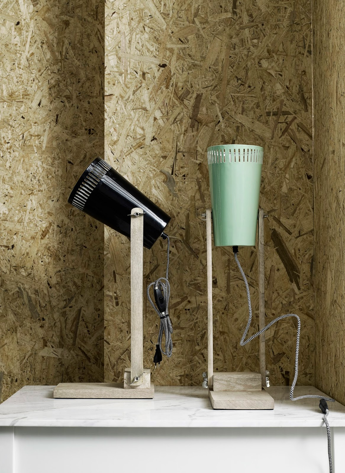 http://deens.nl/woonshop/verlichting/tafellampen/tafellamp-retro-groen-nordal-15202.html