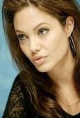 Angelina Jolie takes her twins to town-hot news