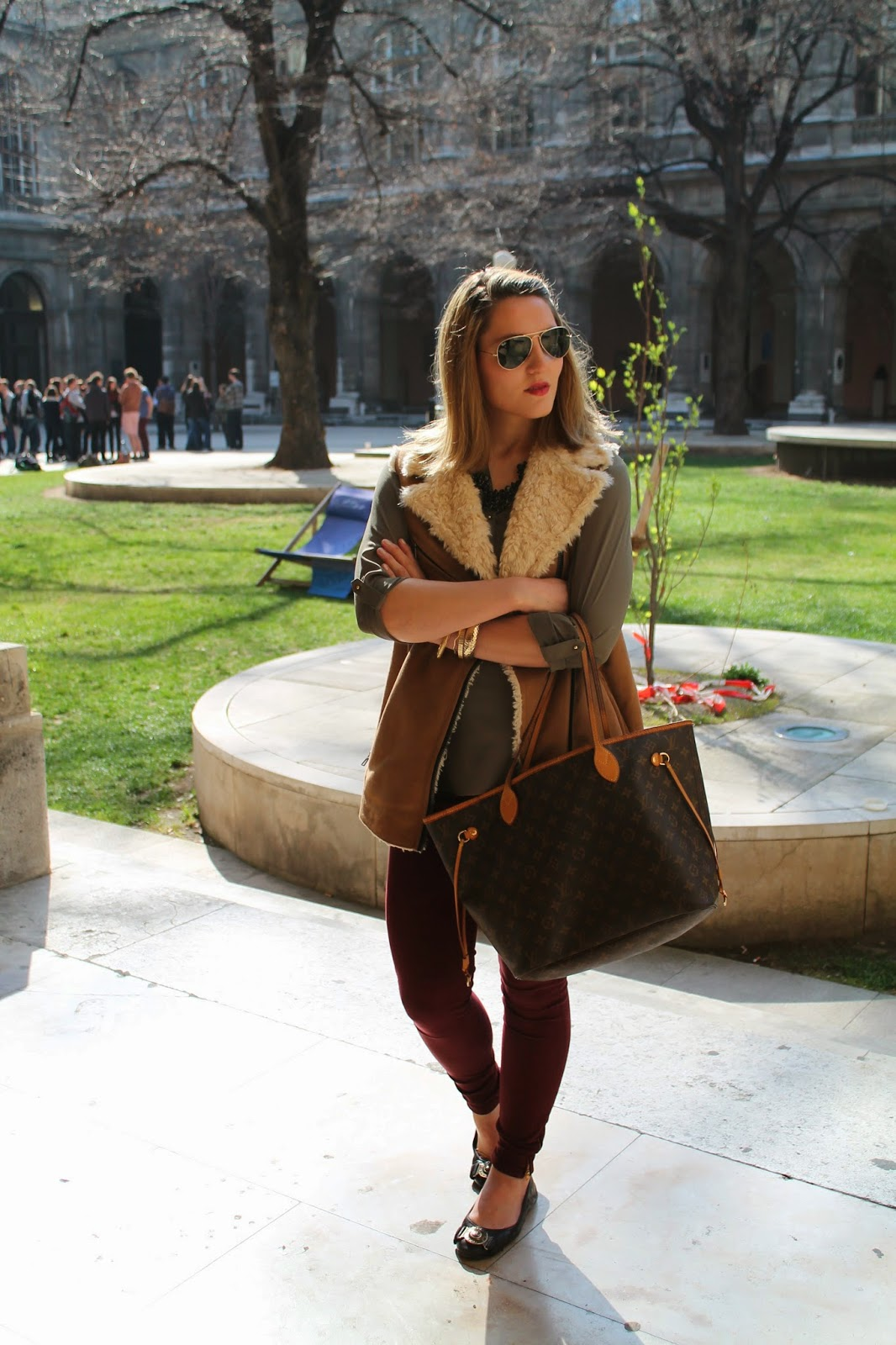 Fashionblogger Austria Österreich Carinthia Kärnten Klagenfurt Wien Vienna Style Streetstyle Uni Wien Atrium Spring Style Collection Frühling Ray Ban Lavender Star Svetlana Forever 18 Zara Vest Louis Vuitton Neverfull Monogramm GM