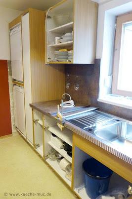 Moderne Küchenfronten in Hochglanz weiss statt rustikaler Eichenfronten - das war der Wunsch der Kundin