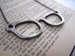 """""""No te enamores de una mujer que lee, de una mujer que siente demasiado, de una mujer que escribe.."""