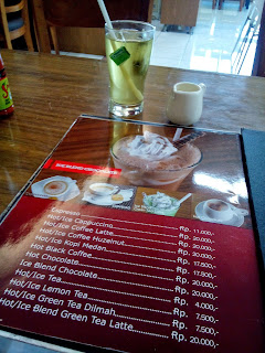 bernardi_burger_factory_shop_review_love_likes_valentine_valentines_inijie_follow_follower_instagram_blogger_food_foodies_foodie_girl_selfie_selca_post_entri_ham_burger_patty_spongebob_journey_holiday_vacancy_chippeido_chintya_marcheline_leonardo_menu_harga_food_photography_picture