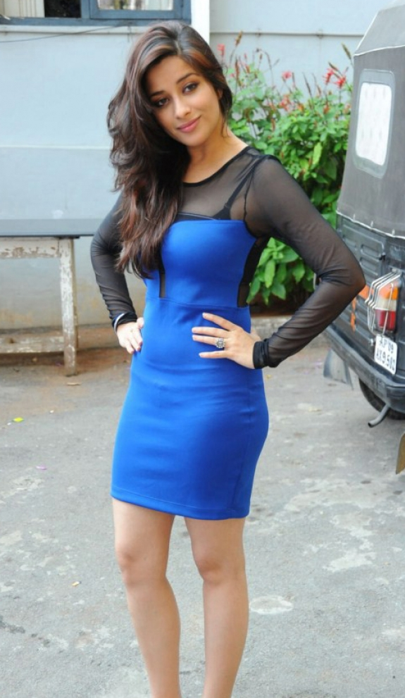 Madhurima in blue short skirt galleries, actress Madhurima latest hot photos.