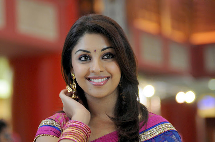Richa Gangopadhyay Latest Closeup Cute Stills Photos wallpapers