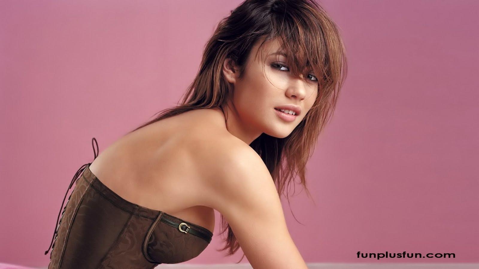 http://4.bp.blogspot.com/-ojLVywyQgpo/TjEb5CbSbdI/AAAAAAAABC8/e5fCsSUtFyU/s1600/Hot-Models-Wallpapers5.jpg