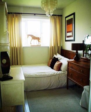 kamar tidur mungil dengan konsep modern