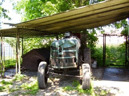 stary traktor dziadka