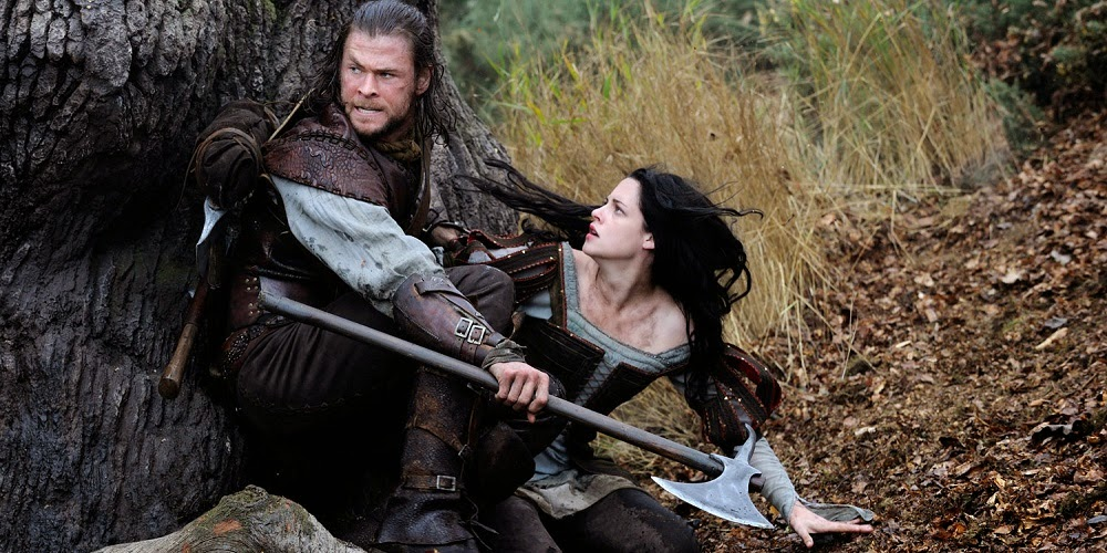 Chris Hemsworth e Kristen Stewart em BRANCA DE NEVE E O CAÇADOR (Snow White and the Huntsman)